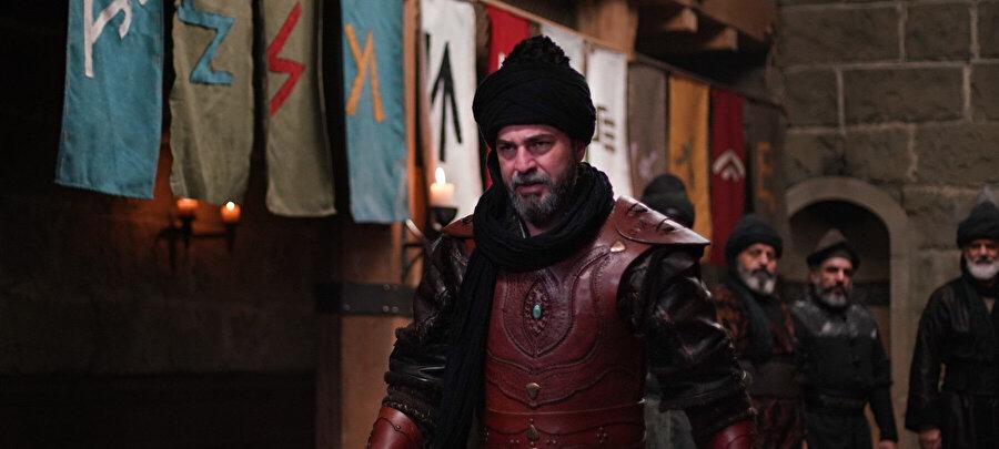 Dizide Ertuğrul karakterini canlandıran Engin Altan Düzyatan.