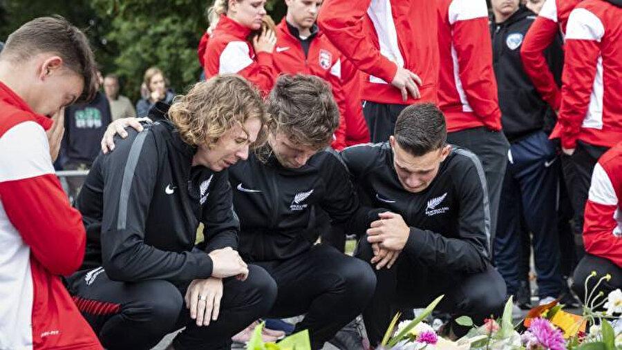 Atta Elayyan'ın arkadaşları cenazesinde gözyaşlarına boğuldu.