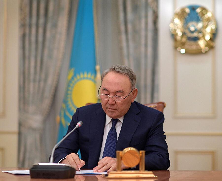 Nazarbayev, 6 Temmuz 1940 tarihinde Kazakistan'ın Kaskelen ilçesinde doğdu.