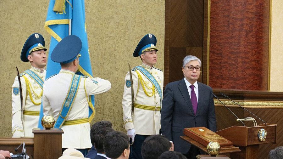 Cumhurbaşkanı Kasım Cömert Tokayev, Nazarbayev'in isminin başkente verilmesini ilk öneren kişi olmuştu.