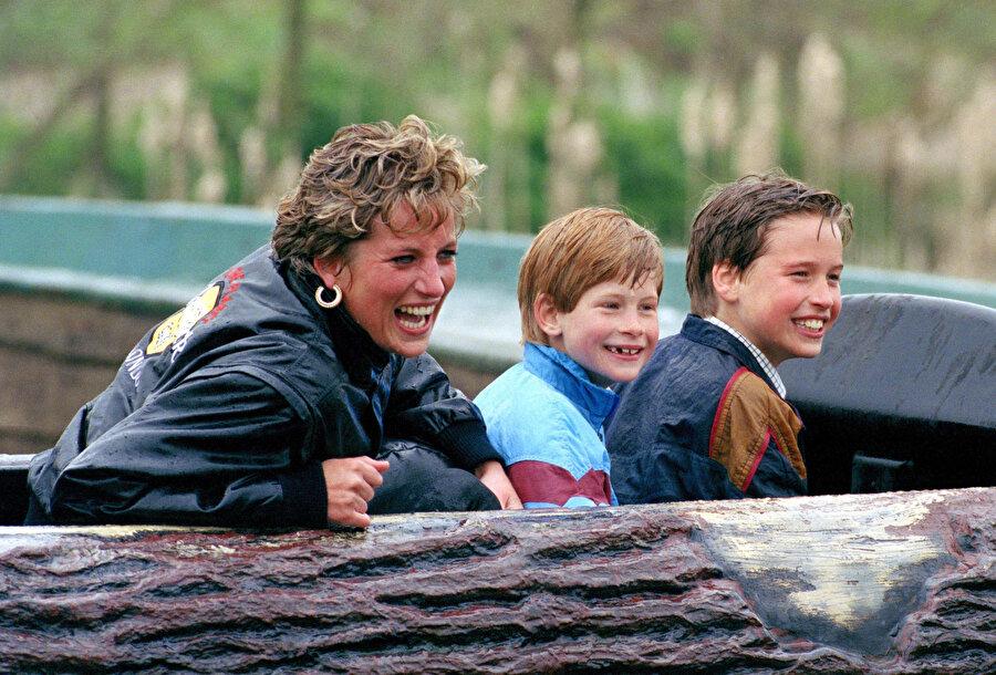 Diana çocuklarıyla arkadaş gibiydi.