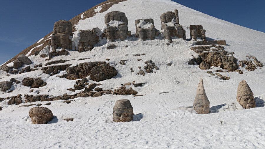 Nemrut Dağı'nın karlı hali.