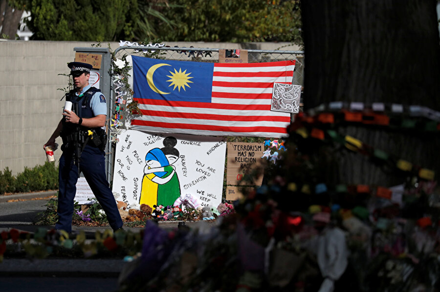 Terör eyleminde hayatını kaybedenler ülkedeki bütün kentlerde anıldı.