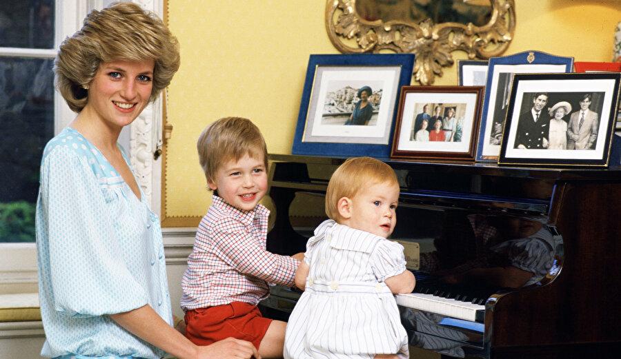 Diana, Prens Harry ve William.