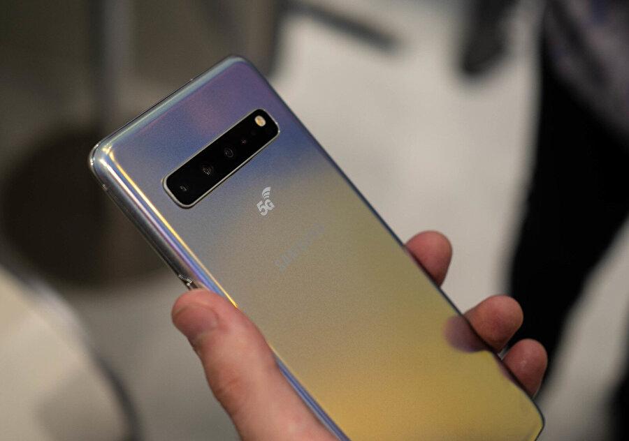 Samsung Galaxy S10 5G, arka kısmında özel bir '5G logosuyla' gelecek.