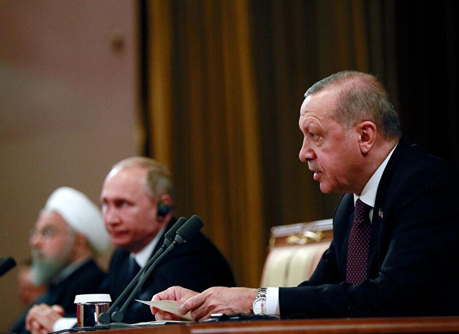 Türk,y, İran ve Rusya arasında gerçekleştirilen zirve sırasında bir görüntü.