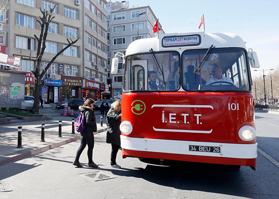 Yolcular 'Tosun'a büyük ilgi gösteriyor.