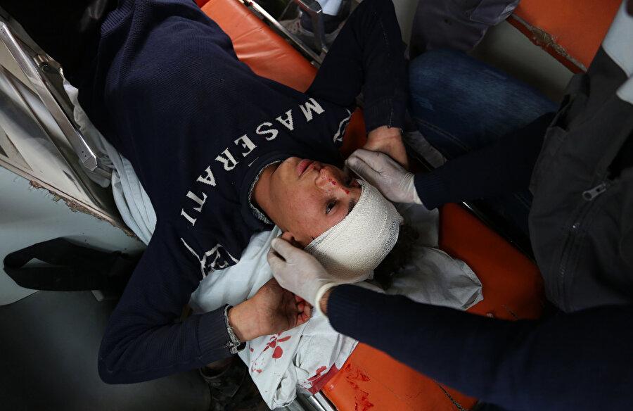 Sahada tedavi gören Filistinliler.