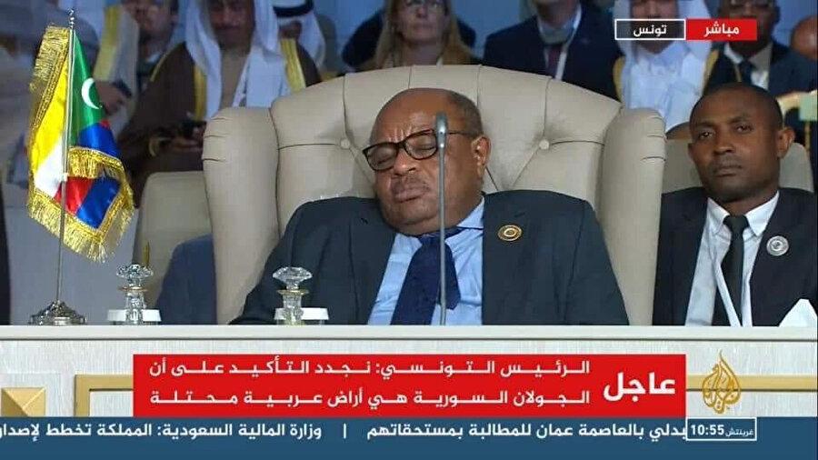 Oturumlar esnasında uyuyan liderler zirveye damgasını vurdu.