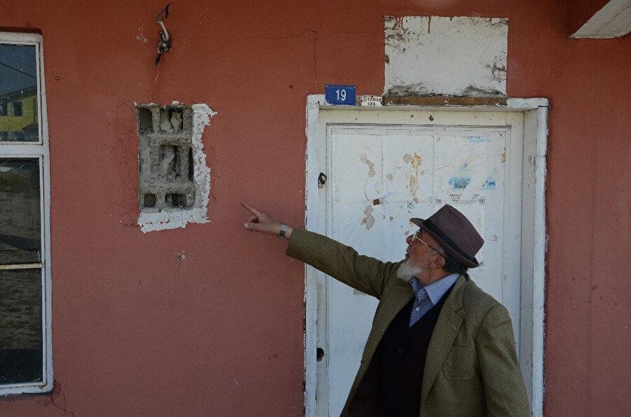 Eski muhtarın, elektrik panosunu da söktüğü iddia edildi.