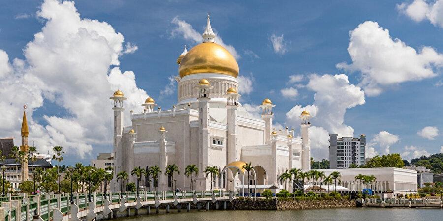 Brunei'deki Sultan Ömer Ali Saifüddin Cami.