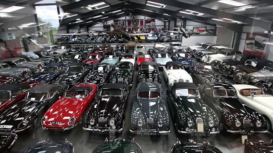 Brunei Sultanı Hassanal Bolkiah, lükse olan düşkünlüğüyle biliniyor. Bolkiah, dünyanın en büyük araba koleksiyonlarından birine sahip.