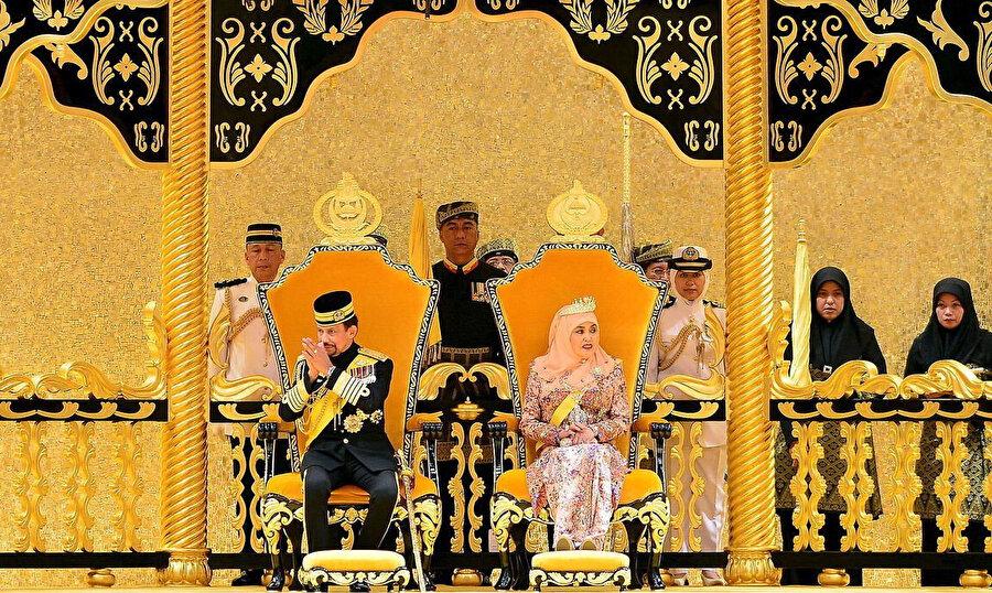 Brunei Sultanı Hassanal Bolkiah ve karısı Pengiran Anak Saleha.