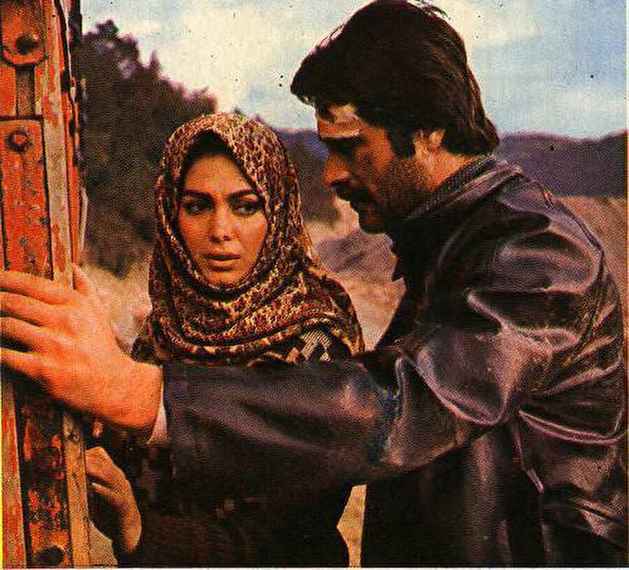 Türkan Şoray ve Kadir İnanır Al Yazmalım filminden bir kare.