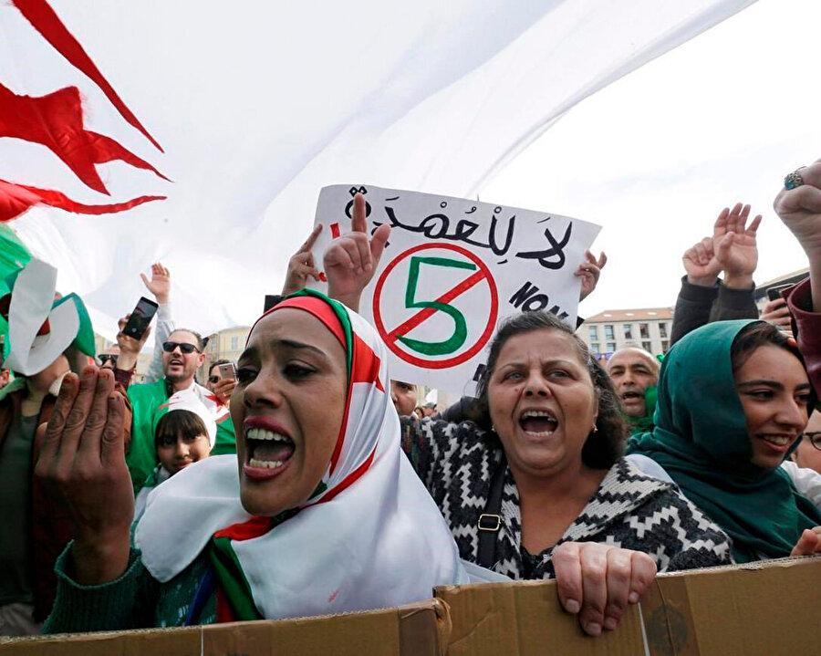 Libya Müftüsü Sadık el-Gıryani, Cezayir halkını örnek göstererek Libyalıları meydanlara davet etti.