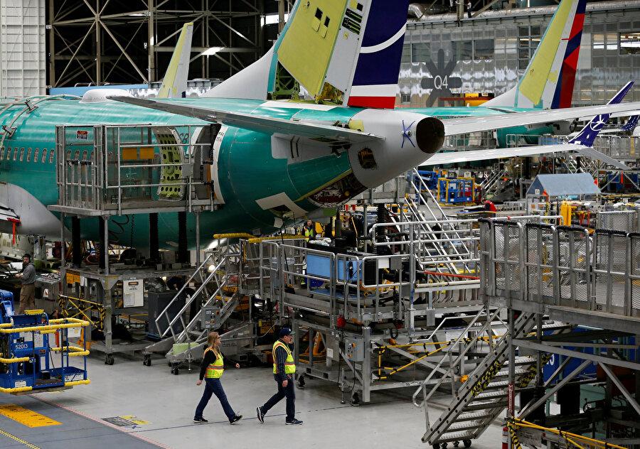 ABD menşeli Boeing şirketinde bir uçağın üretim aşaması.