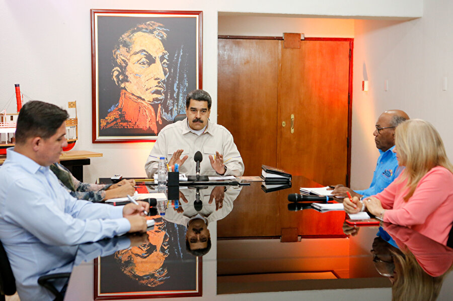 Nicolas Maduro toplantı yaptığı sırada görünüyor.