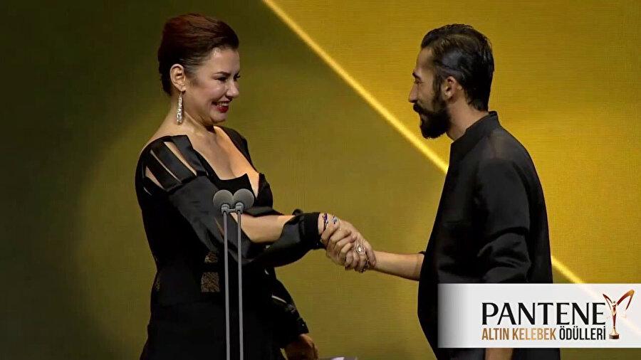 Gazapizm Heyecanı Yok şarkısıyla yılın en iyi şarkısı ödülünün sahibi olmuştu.