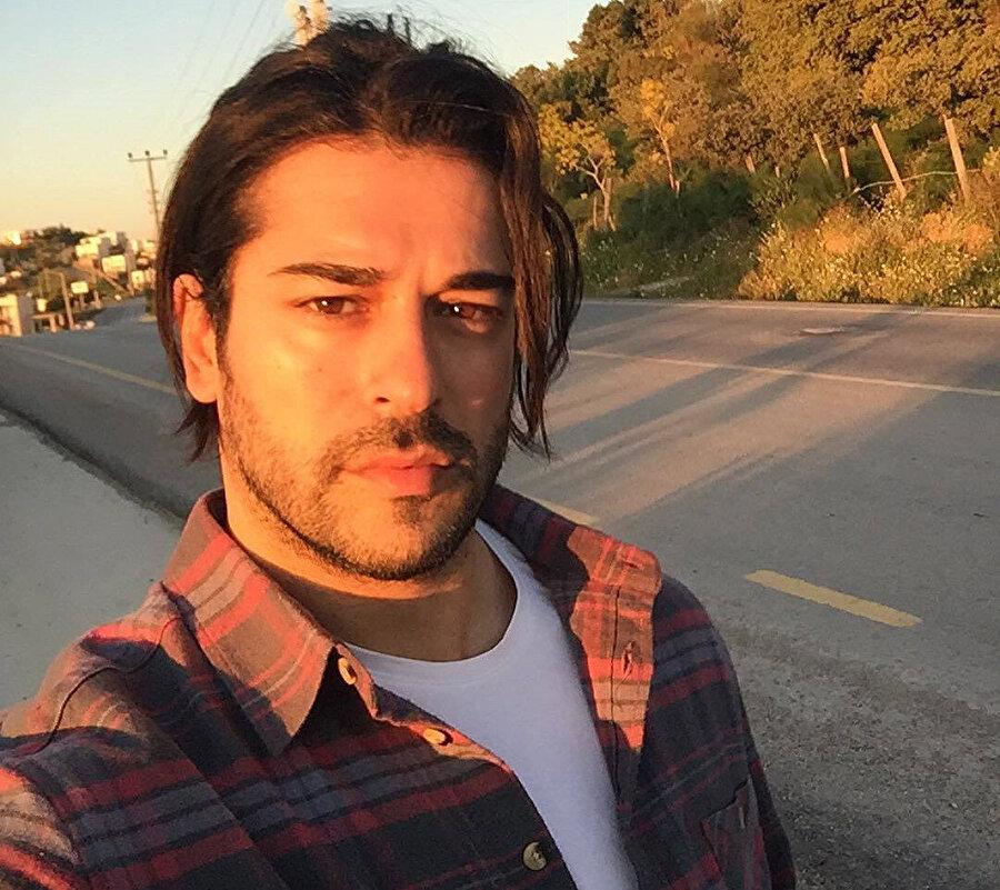 Burak Özçivit en son Kerem Bursin'le Can Feda filminde oynamıştı.