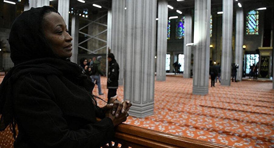 Michael Jackson başta olmak üzere birçok ünlü sanatçının vokalistliğini yapan Miles, kısa bir süre önce geldiği Türkiye'de Müslüman olduğunu açıklamıştı.