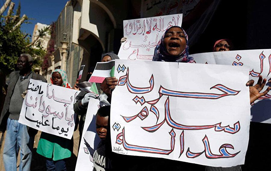 Tüm dünyadaki Sudanlılar, göstericilere destek veriyor.