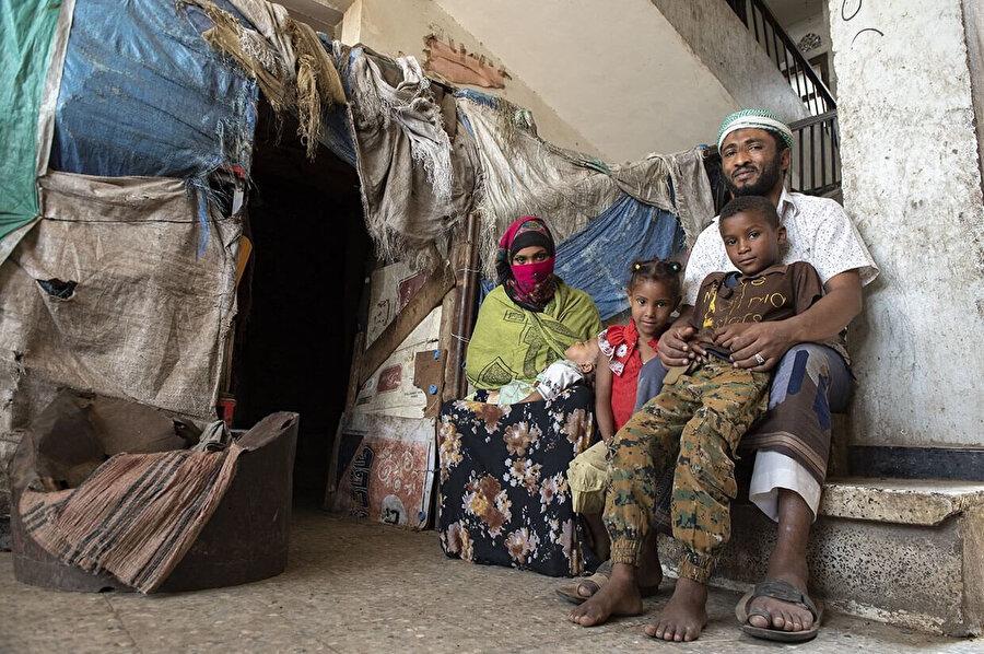Yemen'de Husilerin kontrol ettiği bölgelerde insani kriz yaşanıyor. İnsanlar barınma, beslenme gibi temel ihtiyaçlarını karşılayamıyor.