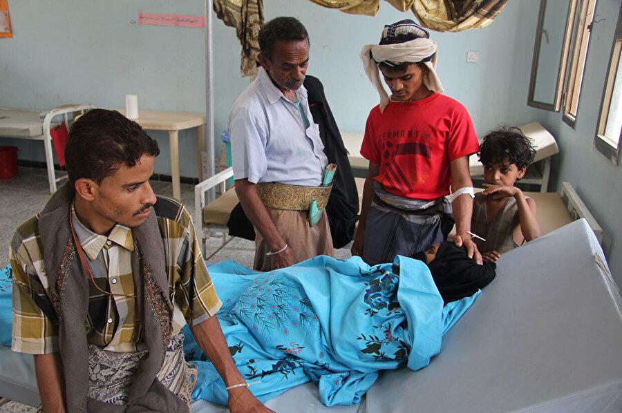 38 yaşındaki Badriyah Abdullah, eşi ve çocuklarının desteğiyle kolerayı yenmeye çalışıyor.