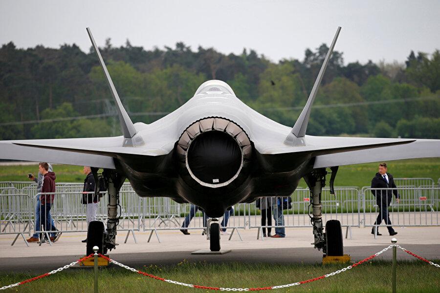 Milli Savunma Bakanı Hulusi Akar, ABD tarafından F-35 projesi kapsamında üç uçağın teslim edildiğini açıklamıştı.