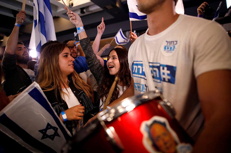 Benny Gantz liderliğindeki Mavi-Beyaz İttifakı destekçilerinin zafer kutlaması.