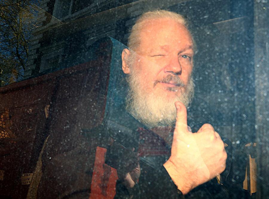 Assange böyle gözaltına alındı.