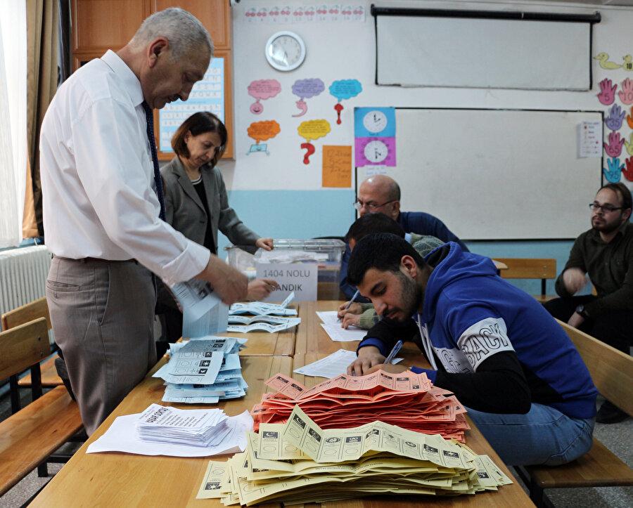 31 Mart yerel seçimlerinde sayım yapılan bir sandık