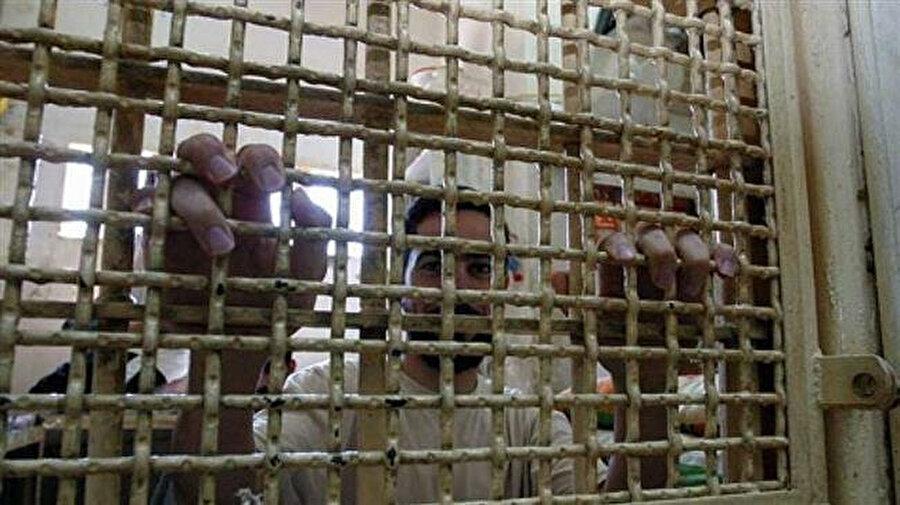 Filistinli tutuklular, aileleriyle yeniden görüşmek de dahil pek çok konuda taleplerinin yerine getirilmesini istiyor.