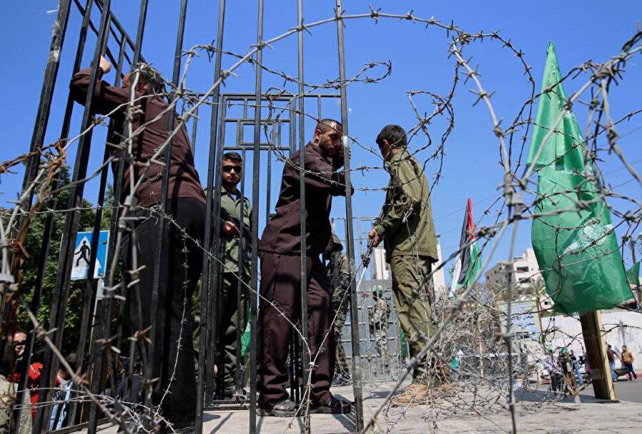 Filistinli tutuklular İsrail hapishanelerinde pek çok temel haktan yoksun tutuluyor.