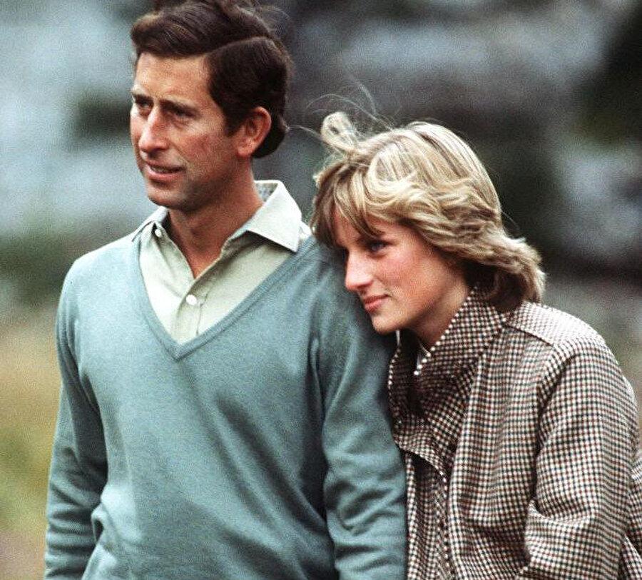 Prenses Diana ve Prens Charles boşanmıştır.