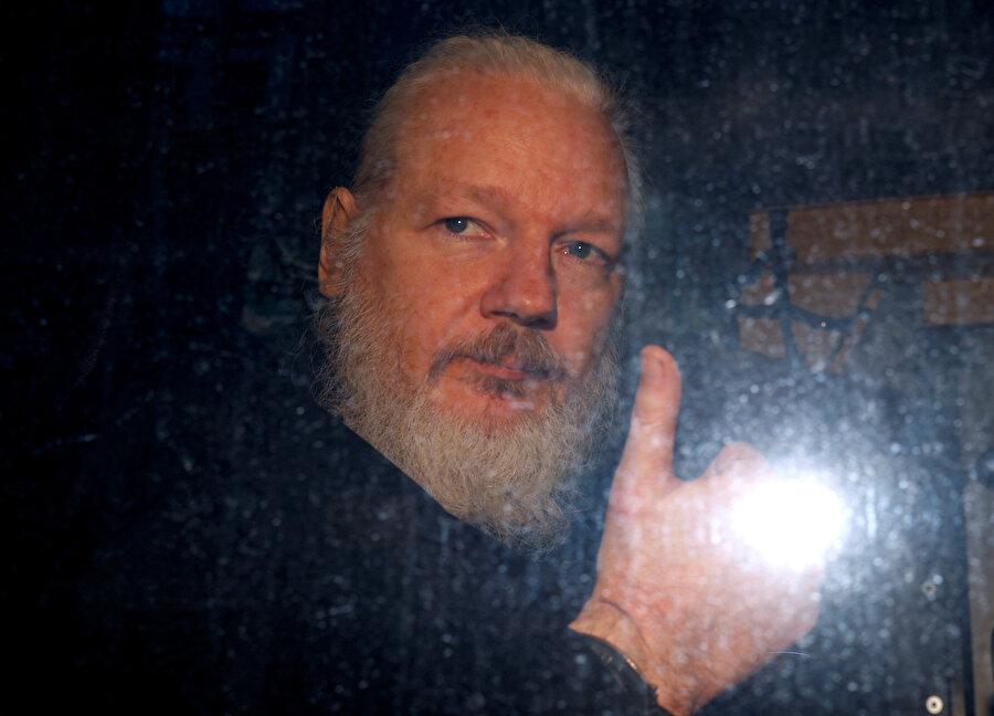 Assange, 7 yıl sonra böyle gözaltına alındı.