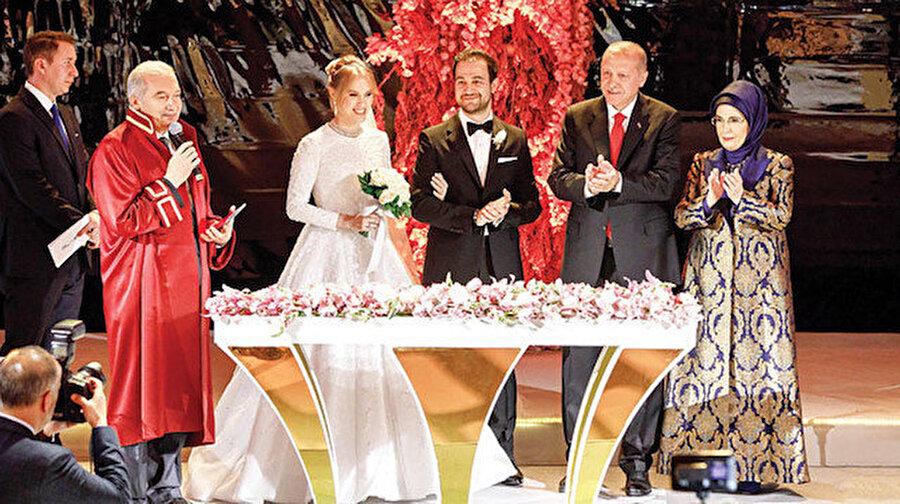 Çiftin nikah şahitliğini Cumhurbaşkanı Erdoğan ile eşi Emine Erdoğan yaptı.