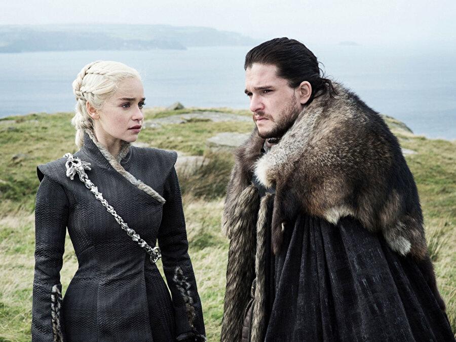 Üzerine en çok konuşulan bölüm, Jon Snow ve Daenrys'in ilk kez bir araya geldiği 'The dragon and the wolf' bölümü oldu.