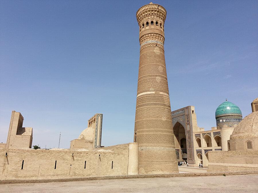 Kalon Minaresi ve Mir-i Arab Medresesi...