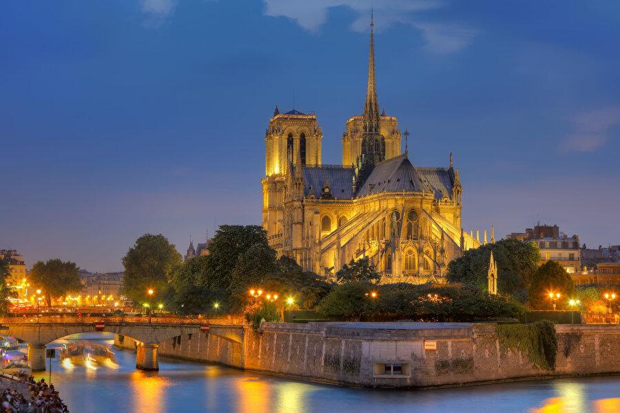 Katedralin, Gotik mimarisinin en güzel örneklerinden biri olduğu biliniyor.