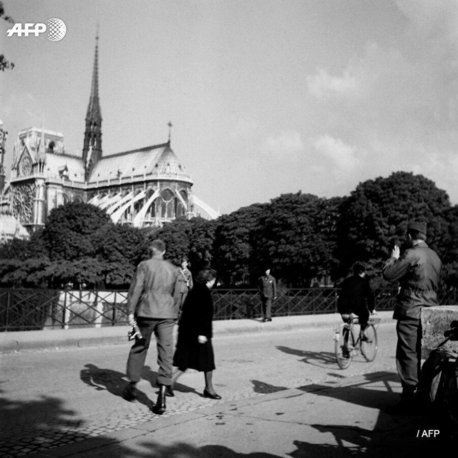 24 Ağustos 1944'te Nazi kontrolündeki Paris'in işgalden kurtuluşu Notre Dame Katedrali'nden duyurulmuştu.