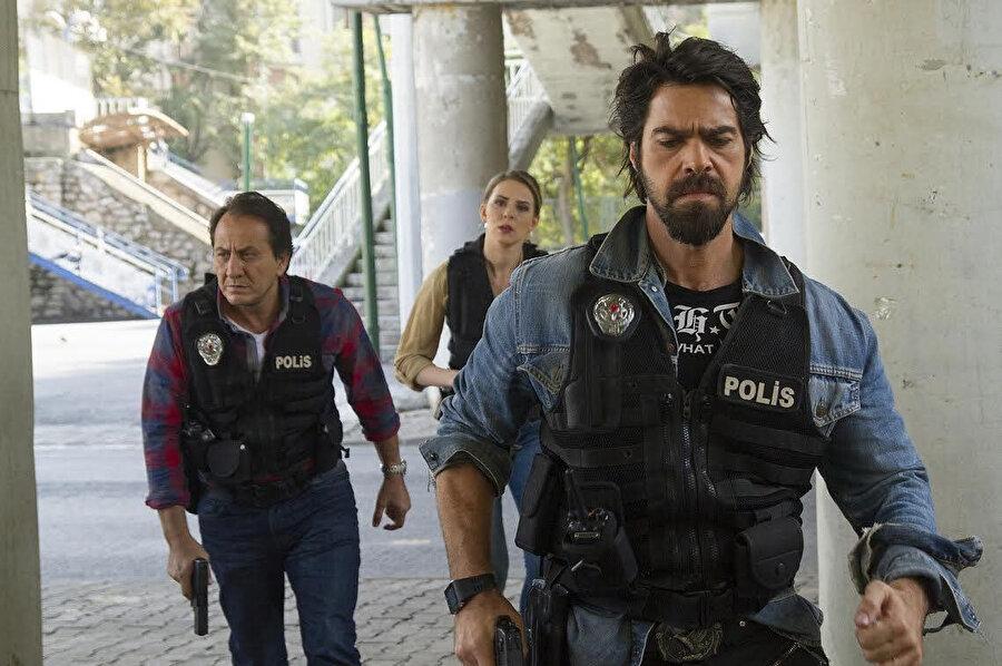 Uğur Pektaş, Arka Sokaklar dizisinde Gamze Özçelik ile tanışıp evlenmiş ancak çift bir süre sonra ayrılmıştı.
