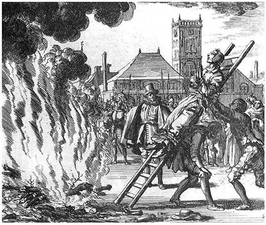 Papalık tarafından İspanya engizisyonuna gözlemci olarak gönderilen Rahip Lorenzo, 1481-1517 yılları arasında ülke genelinde 13.000 kişinin diri diri yakılma cezasına mahkûm edildiğini bildirir.
