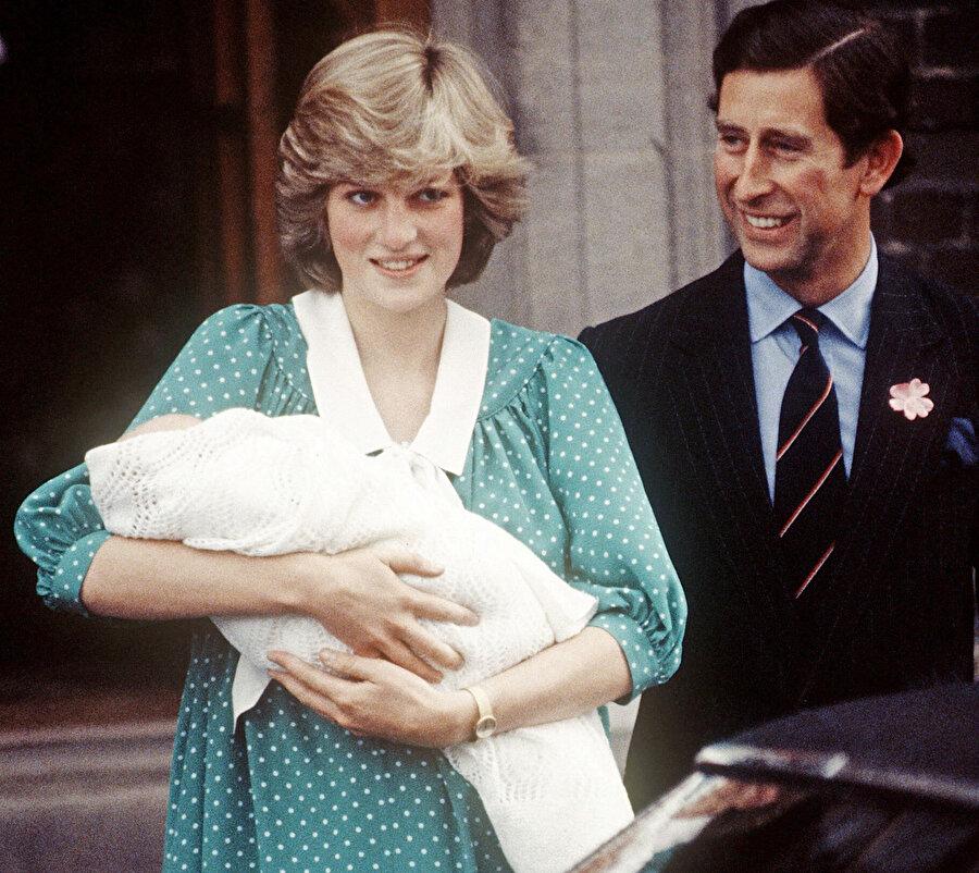 Prenses Diana, Prens William'ı doğurduktan sonra halkın karşısına çıkmıştı.