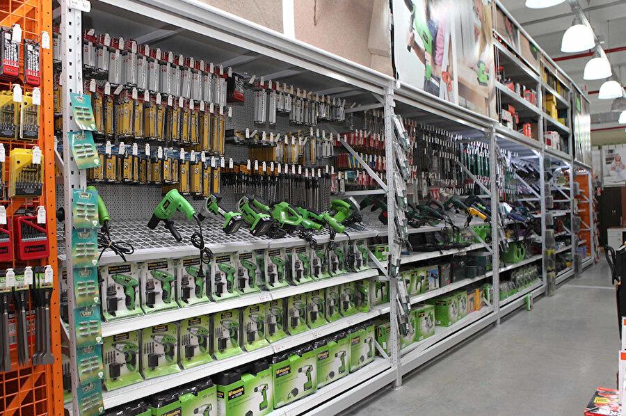 Farklı teknoloji ürünlerini raflarına yerleştirmeyi alışkanlık haline getiren perakende mağazaları teknolojiyi de merkeze almış durumda.