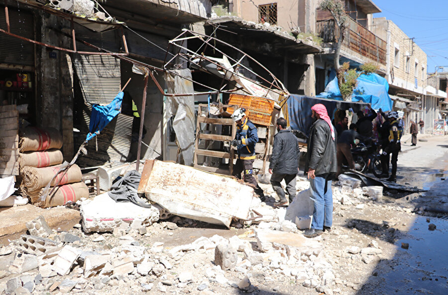 Saldırı sonrası enkaza dönen pazar yeri.
