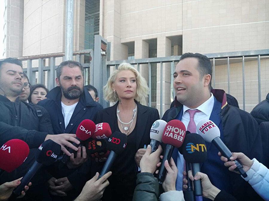 Sıla mahkemenin ardından avukatıyla birlikte basın açıklaması yaptı.