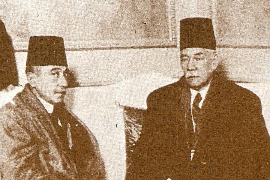 Sa'd (Sa'dullah) Bâşâ b. İbrâhîm Zağlûl. (sağda)