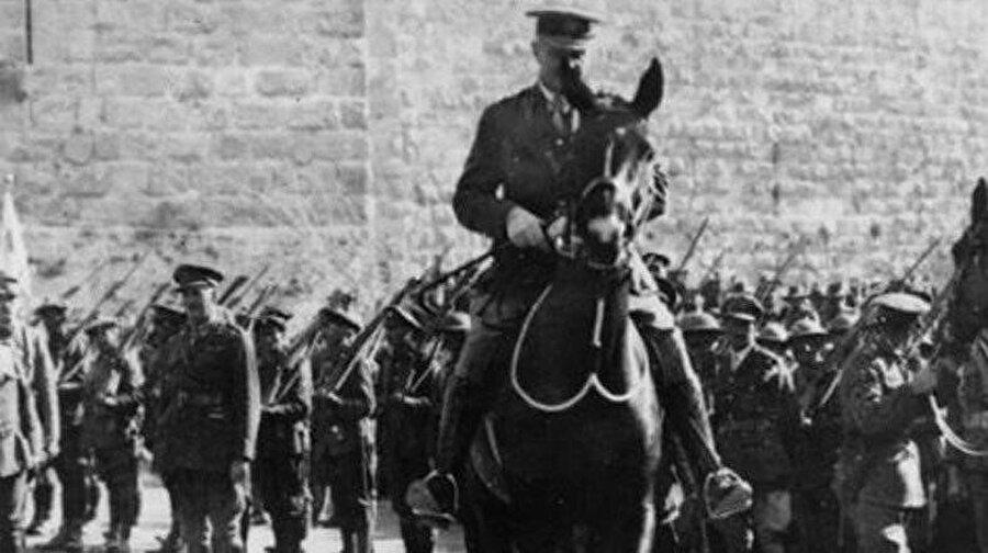 1. Dünya Savaşı'nda İngiltere'nin Sina ve Filistin Harekatı Komutanı olan General Edmund Allenby, Yafa kapısından girerek Kudüs'ü işgal etti.