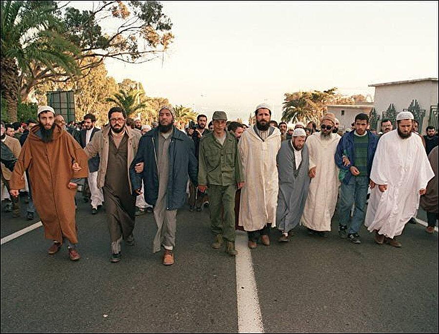 1991 Aralık ayı, İslami Selamet Cephesi Cezayir tarihindeki ilk bağımsız ulusal seçimi gerçekleştirdi.