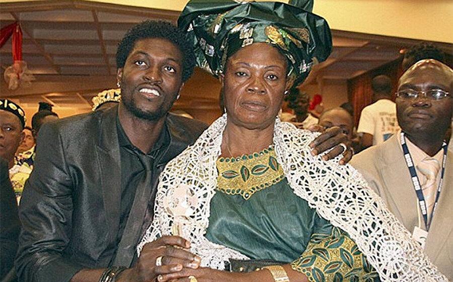 Emmanuel Adebayor ve annesi Hajia Adebayor.